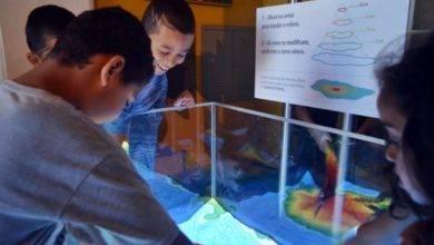 Photo of Artırılmış Gerçeklik ve Kum Havuzu, Yeryüzü Şekillerini Topografyayı Öğretmek İçin Birebir | Augmented Reality Sandbox