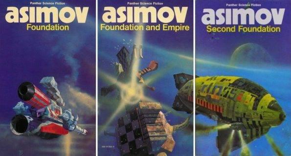 Isaac Asimov Foundation Trilogy UK editions Asimov, müthiş bir dünyayı hem ilk kez anlatan, hem en insani boyutta, hem de maceralarla doldurararak anlatan kişidir. Asimov, müthiş bir dünyayı hem ilk kez anlatan, hem en insani boyutta, hem de maceralarla doldurararak anlatan kişidir.