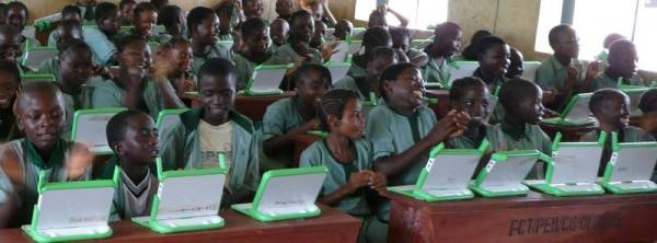 OLPC Nigeria Galadima primary school 06 2007 e1265919837892 Eğitim İçin Teknolojik Cihazlar | Eğitimde Yenilikler 3