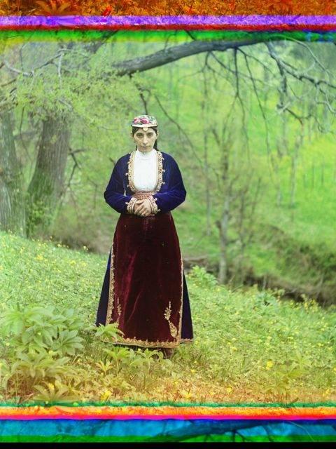 armenian woman in national costume artvin loc 9631437476 o Roman ismi gibi bir başlık üstteki ama konuyu çok güzel özetliyor. Yazı tam bir dedektif öyküsü tadında, yüzyıl önceki Rusya var, fotoğrafçılıkta az bilinen harika bir teknik, dijital düzeltme ve Photoshop, bilim, renk teorileri ve görme var. Roman ismi gibi bir başlık üstteki ama konuyu çok güzel özetliyor. Yazı tam bir dedektif öyküsü tadında, yüzyıl önceki Rusya var, fotoğrafçılıkta az bilinen harika bir teknik, dijital düzeltme ve Photoshop, bilim, renk teorileri ve görme var.