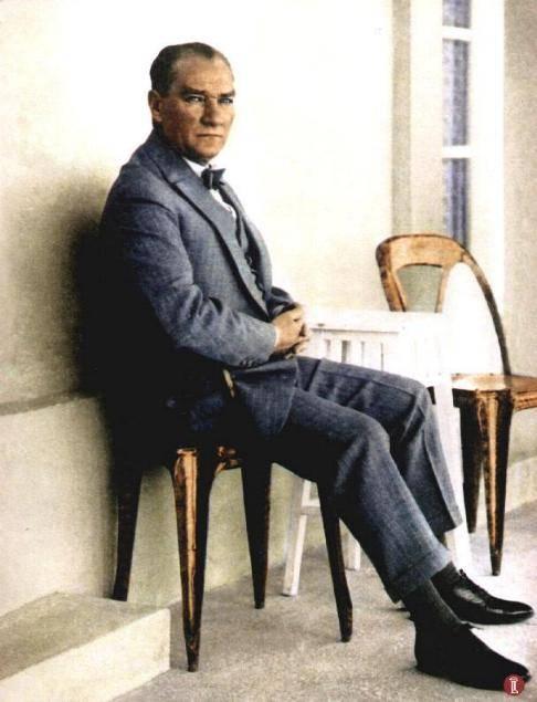 ata011 Mustafa Kemal, komutan, lider, öğretmen, bilim adamı, edebiyatçı, çiftçi, milletvekili, cumhurbaşkanı ve tüm kimliklerinin ardında Türk Ulusu'nun kurtuluş umudunun somutlaşmış bedeni... Mustafa Kemal, komutan, lider, öğretmen, bilim adamı, edebiyatçı, çiftçi, milletvekili, cumhurbaşkanı ve tüm kimliklerinin ardında Türk Ulusu'nun kurtuluş umudunun somutlaşmış bedeni...