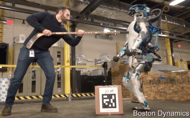 Çek Elini O Robottan! Robota Vuran Adamı Buldum