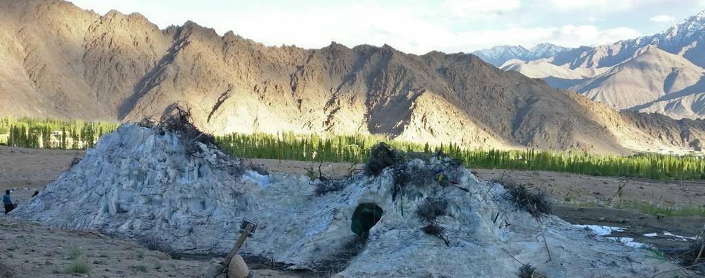 Süleyman Sönmez - Güneşin Tam İçinde buzkulesi05 Tibet Çölünde Buz Kuleleri | Susuzlukla Mücadele | Ice Stupa Bilim ve Teknoloji Günlük Yaşam Maker / Mucit  Tibet susuzluk Su Elde Etmek Stupa Sonam Wangchuk Rolex Awards kuraklık küresel ısınma Buz Kuleleri Baraj Çöl 3 idiots
