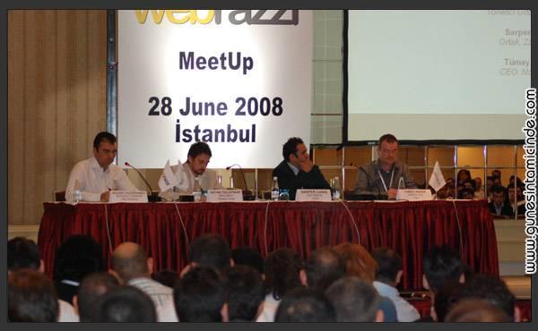 webrazzimeetup4 Bugünkü TechCrunch & Webrazzi MeetUp'ı da böyleydi.  Çünkü konuşmacılar da dinleyiciler de tek kelimeyle Türkiye İnternetinin en önemli aktörleriydi. Konferanslar biz web yazarları için çoğunlukla bilinen konulardı. Ancak güzel olan, bildiğimiz konulara farklı açılımlar yapan ve öneriler getiren konuşmacılardı. Bugünkü TechCrunch & Webrazzi MeetUp'ı da böyleydi.  Çünkü konuşmacılar da dinleyiciler de tek kelimeyle Türkiye İnternetinin en önemli aktörleriydi. Konferanslar biz web yazarları için çoğunlukla bilinen konulardı. Ancak güzel olan, bildiğimiz konulara farklı açılımlar yapan ve öneriler getiren konuşmacılardı.