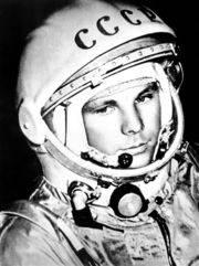 Süleyman Sönmez - Güneşin Tam İçinde yuri_gagarinfoto1 YURI GAGARIN Bilim ve Teknoloji  Yuri Gagarin Kimdir Yuri Gagarin Yörüngede ilk insan Vostok 1 Uzayda İlk İnsan Uzaya çıkan ilk insan Uzay Yarışı uzay Rus kozmonot Eğitim Bilim ve Teknoloji astronot